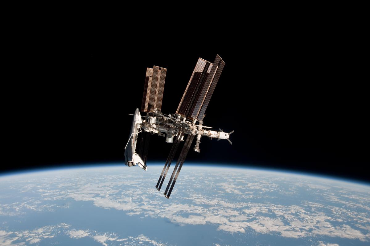 Full portrait image of Endeavour docked with the ISS. Image: NASA