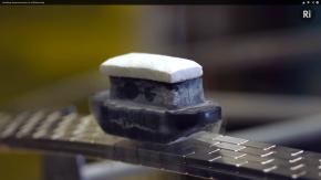 Video: Levitating Superconductor on a Möbiusstrip